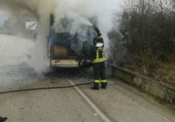 Sant'Agate de' Goti. Fondovalle Isclero ancora teatro di sinistri stradali: coinvolte due vetture, una di esse va a fuoco dopo l'impatto.