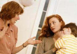 Cassazione: suocera che offende l'onore della nuora davanti ai figli commette reato. I bimbi possono ripeterle