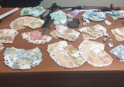 ALIFE. 36mila euro in contanti in casa, 4 pugnali, droga e strumenti per il confezionamento: arrestata la 51enne Mariassunta Di Chello, già detenuta ai domiciliari.