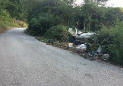 PONTELATONE / BELLONA. Auto abbandonata unitamente a rifiuti nocivi in località Lago Verde: la scoperta dei volontari D.E.A.