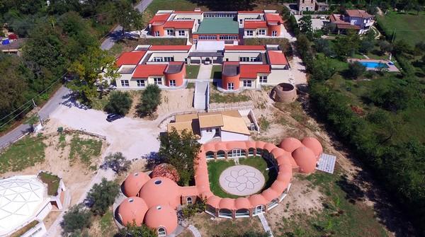 I primi studenti al nuovissimo Polo Scolastico in località Beneficio di San Potito S.