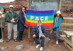ALIFE / NAPOLI. Il Movimento per la Pace porta la bandiera della Pace sul Vesuvio.