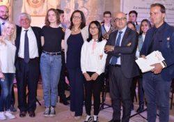 """Capua. """"La musica nell'arte, l'arte nella musica"""": Cesaro e la Sgambato consegnano il Premio """"Arte nell'Arte"""" a 5 studenti eccellenti del Liceo Musicale """"Garofano""""."""