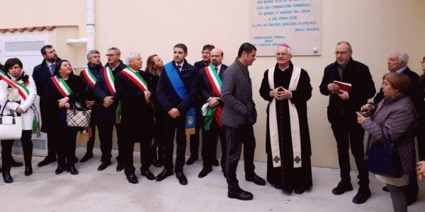 Tra inno nazionale e inno a San Potito inaugurato il Polo Scolastico a Beneficio