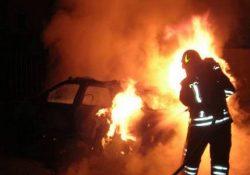 Telese Terme. Brucia l'auto di un dipendente di un ristorante lasciata in sosta nel parcheggio: indaga la Polizia.
