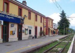 Frasso Telesino / Dugenta / Valle di Maddaloni. Travolto da un treno Frecciargento Lecce–Roma: perde la vita giovane di nazionalità straniera.