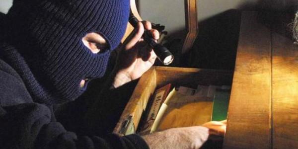 Furti nelle abitazioni, beccate 10 persone di etnia rom sospettate dei colpi messi…