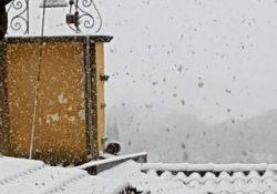 """ROCCAROMANA. Emergenza neve, il sindaco Anna De Simone avvisa la cittadinanza: """"volontari ed uffici comunali pronti a fornire beni di prima necessità e medicinali""""."""