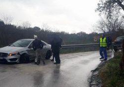 Massa di Faicchio / San Salvatore Telesino. Sbanda un'auto e finisce in una scarpata: due donne trasportate in ospedale.