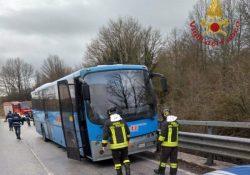 Pietrabbondante. Autobus di linea sbanda sulla strada ghiacciata ed urta le barriere laterali: illesi i passeggeri.