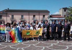 """ALIFE. La 3° Fiaccola della Pace ha siglato il """"Patto di Pace"""" con la Dirigente scolastica dell'I.C di Alife De Girolamo ed inaugurato la """"Panchina della Pace e della Nonviolenza""""."""