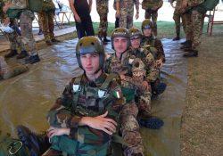 """Maddaloni. 8 Studenti dell'Istituto Tecnico """"Villaggio dei Ragazzi"""" divenuti paracadutisti: i lanci sull'Aviosuperficie """"Madonna di Loreto"""" in Loreto (An)."""
