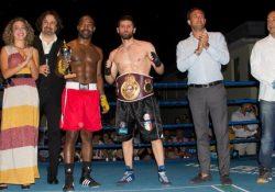 Teverola. Giovanni Improta campione europeo World Boxing League: il boxer teverolese vince la cintura europea W.B.L. battendo il francese Saindou Hirachidine.