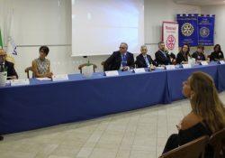"""Caserta / Provincia. Rotary Club Caserta Luigi Vanvitelli: passaggio di consegne tra Marco Petrucci e Angelo Parente: """"Servire …senza apparire"""", questo il motto scelto dal presidente."""