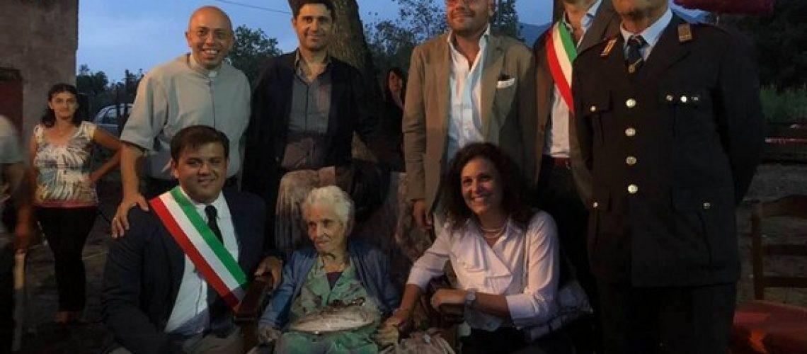 SANT'ANGELO D'ALIFE. I 100 anni della signora Antonietta Angelillo: la festa con i suoi concittadini e le istituzioni. TUTTE LE FOTO.