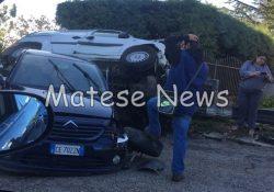 PIEDIMONTE MATESE. Spaventoso sinistro stradale stamane in via Matese, a pochi passi dall'ospedale: due le auto coinvolte, una si ribalda su di un lato contro la recinzione un'abitazione.
