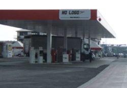 """Caserta / Provincia. Pompe di benzina bianche """"No Logo"""", irregolari 15 su 19: blitz della Finanza, errata taratura, due sotto sequestro."""