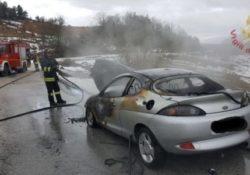 Roccasicura / Carovilli. Si incendia una vettura alimentata a GPL/Benzina: disastro evitato grazie all'intervento dei vigili del fuoco.