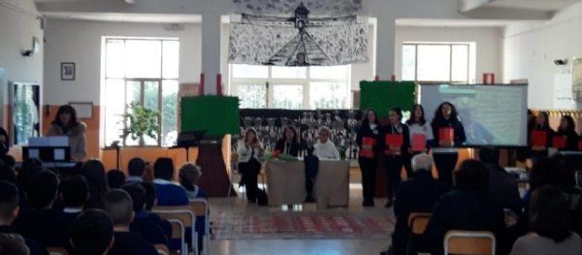 """CAIANELLO / VAIRANO PATENORA. All'Istituto Comprensivo """"Garibaldi – Montalcini"""" l'incontro con l'autrice del libro """"Il tempo fa il suo mestiere""""."""