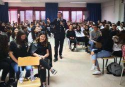 """VENAFRO. A scuola con i Carabinieri: la """"cultura della legalità"""" spiegata agli studenti."""