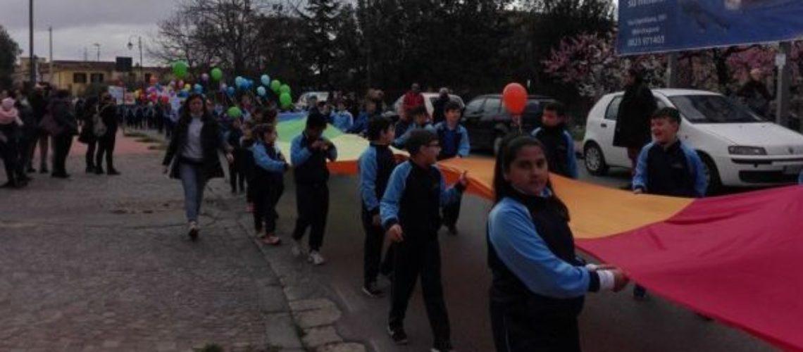 CARINOLA / ALIFE. Grande accoglienza della fiaccola della pace: dal palazzo comunale esposta la Bandiera della Pace.