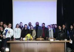 """Maddaloni. La formazione degli Studenti del Liceo Linguistico """"Villaggio dei Ragazzi"""" è anche………""""On Air""""."""