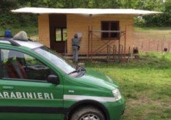 VAIRANO PATENORA. I Carabinieri Forestali scoprono e sequestrano una casetta di legno abusiva in corso di realizzazione.