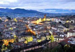 CAIAZZO. Caiazzo tra Campania e Sannio: ha in cima alla collina su cui è appollaiata…