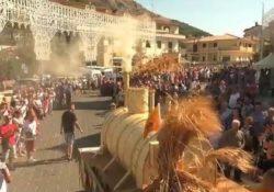 Foglianise. La Festa del grano: ecco le opere d'arte che attraversano il paese per la tradizionale sfilata dei carri.