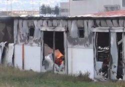 San Salvatore Telesino. A fuoco un capannone industriale adibito a deposito di legname: intervengono i vigili del fuoco.