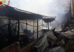 Agnone. Incendio in un deposito agricolo in località Macchielunghe: animali salvati dai vigili del fuoco.