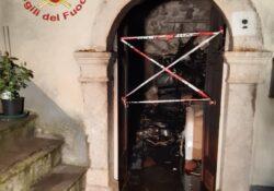 Sesto Campano. Prende fuoco la casa di una 80enne in località Roccapipirozzi: intervengono i Vigili del Fuoco.
