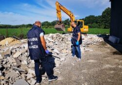 Capua. Scoperti ad interrare rifiuti edili e della lavorazione del marmo, denunciati due soggetti: operazione della Guardia di Finanza.