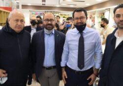 Venafro. Matteo Salvini fa tappa in città e saluta i giovani della Lega: col sindaco Ricci caffè, selfie e battute.