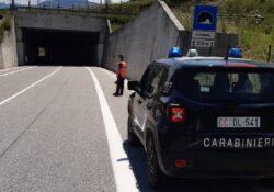Venafro / Isernia. Anziano alla guida contromano in galleria: fermato dai carabinieri e multato.