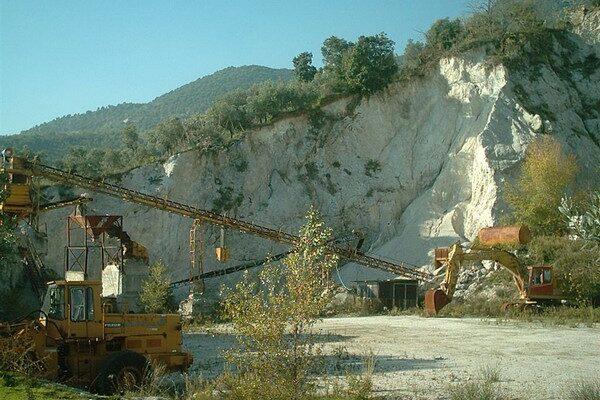 """Il paese degli """"Acchiappacitrulli"""": il permesso per ricerca mineraria in località San Michele"""