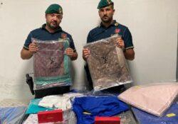 Caserta / Provincia. Sequestrati circa 2.000 capi di abbigliamento con marchi contraffatti: denunciato un 45enne di origini senegalese.
