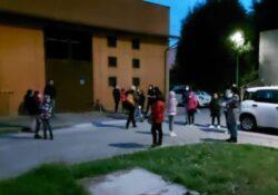 Venafro. Lunga attesa per i tamponi agli alunni delle scuole, scoppia il caos: genitori inviperiti li portano via.