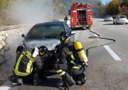 Pesche / Agnone. Autovettura in fiamme sulla S.S. 650: intervengono i vigili del fuoco.