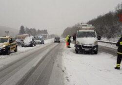 Sessano del Molise / Chiauci. Emergenza neve, vari interventi dei Vigili del Fuoco.