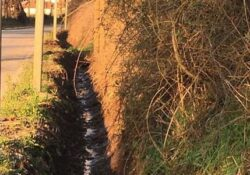 RIARDO.  lavori di risagomatura dei canali laterali le pubbliche vie per garantire una corretta regimentazione delle acque meteoriche