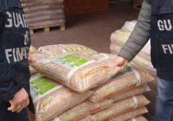 Caserta / Provincia. La Finanza sequestra carico da 18 tonnellate di pellet pronto per il mercato casertano.