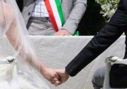 """PASTORANO. Chiedono di far convolare a nozze le giovani coppie dall'ex sindaco Diana, l'attuale fascia tricolore Russo si oppone: l'attacco del gruppo politico """"Viviamo Pastorano""""."""