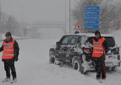 Venafro / Isernia. Emergenza gelo e neve, Carabinieri in prima linea per assistere la cittadinanza sul territorio.