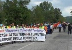 Morcone / Sassinoro. Impianto per il trattamento dei rifiuti: amministratori e cittadini sfilano per le strade per dire no.