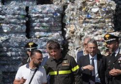 """Caserta / Provincia. Terra dei fuochi, la competenza passa al Ministero dell'Ambiente. Soddisfatto il neo Ministro Sergio Costa: """"ora ho la penna per produrre tutti gli atti conseguenziali""""."""