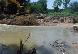 PRATELLA. Scoperto a deviare l'alveo del fiume Volturno per realizzare un centro di pesca sportiva: sequestrato escavatore meccanico cingolato.