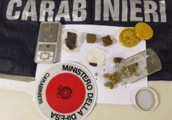 Agnone. Tenta di disfarsi della droga per eludere il controllo. Carabinieri  trovano nella sua abitazione 40 gr di hashish e marijuana: denunciato giovane del posto.