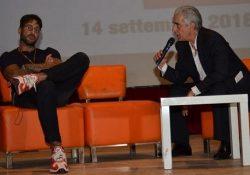 """Telese Terme. Fabrizio Corona al Telesia for Peoples, intervista a tutto campo all'ex re dei paparazzi: """"Salvini? Sbaglia, giusto accogliere chi è meno fortunato di noi""""."""