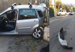 San Salvatore Telesino. Scende dall'auto e parla al citofono, 57enne ferita dalla sua stessa vettura a sua volta colpita da un'auto in transito: alla guida un 38enne marocchino ubriaco.